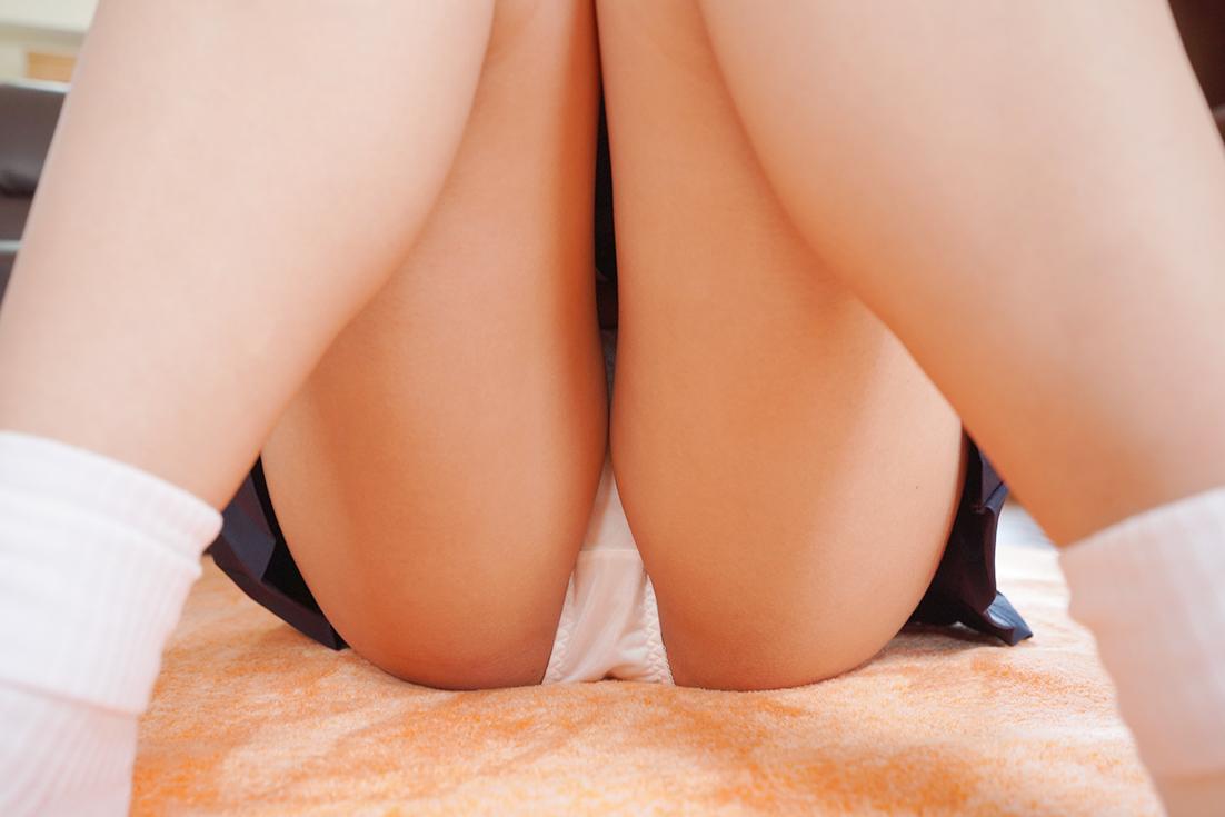 M字開脚する女子
