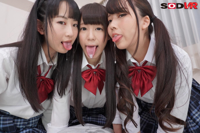 唾を垂らす3人の女性