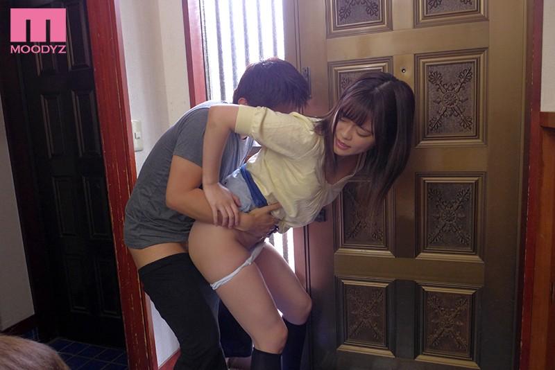 玄関でセックスする奏音かのん